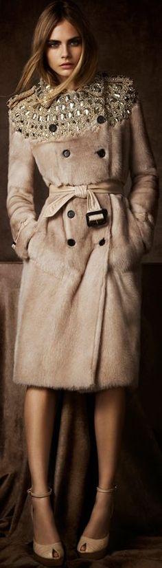 clasic coat-spor coat-fashıon coat-klasik manto-spor manto-kışlık manto-en trendy- nasıl-giyilir-fur coat-kürk manto-taşlı -süslemeli