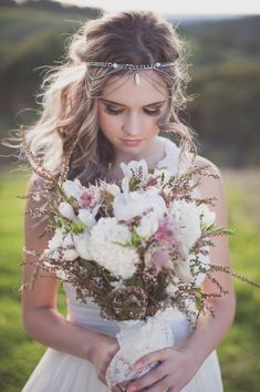 Boho chic style is so relaxed that I just can't help sharing such ideas with you! Wedding bouquets in this style are also peaceful yet very eye-catching. Most of boho brides love to choose. Gorgeous Wedding Dress, Perfect Wedding, Dream Wedding, Wedding Day, Hair Wedding, Beautiful Bride, Dead Gorgeous, Wedding Reception, Wedding Hacks