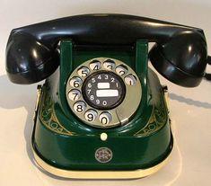 Telephone Vintage, Telephone Booth, Vintage Phones, Telephone Call, Art Deco Kitchen, Antique Phone, Retro Phone, Vintage Appliances, Art Deco Design