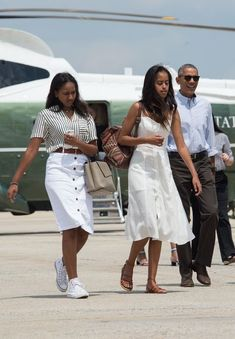 Malia Obama Is Taking Style Cues From Michelle Obama Just Like the Rest of Us Michelle Obama, Malia Obama, Fille De Barack Obama, Obama Sisters, Presidente Obama, Malia And Sasha, Look Star, First Black President, La Girl