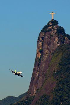 Rio de Janeiro - Flying around the Christ Hotel Rio, Places To Travel, Places To See, Places Around The World, Around The Worlds, Beautiful World, Beautiful Places, Christ The Redeemer, Argentine