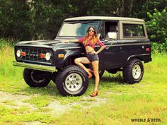 These Girls Love Diesel Trucks. Old Ford Bronco, Bronco Truck, Early Bronco, Classic Bronco, Classic Ford Broncos, Classic Trucks, Classic Cars, 4x4 Trucks, Ford Trucks