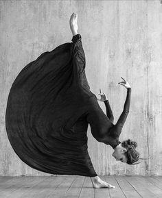 Modern Dance Photography Inspiration Shape 54+ Ideas For 2020 Dance Photography Poses, Art Photography, Creative Dance Photography, Poses References, Dance Movement, Dance Pictures, Jolie Photo, Girl Dancing, People Dancing