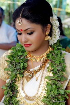 Romantic Bride in White and Gold with Leaf Garland Indian Wedding Makeup, Ethnic Wedding, Indian Bridal Wear, South Indian Weddings, South Indian Bride, Wedding Scene, Wedding Bride, Temple Wedding, Beautiful Indian Actress
