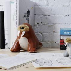 WALU serre-livres animaux Züny en similicuir http://www.designers-avenue.com/fr/petits-objets-design/2201-objet-deco-serre-livres-zuny-walu-le-morse-4712010376698.html