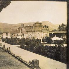 Plaza de Armas y Catedral de Cajamarca en los años 1930 al 40.