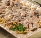 Caruso Sauce with Pasta. Creamy pasta sauce with cheese, ham, mushrooms, spiced with cinnamon and nutmeg. Serve over spaghetti, cappellini or tortellini. Simply Recipes, Greek Recipes, Italian Recipes, How To Cook Asparagus, How To Cook Pasta, Beef Bacon, Stuffed Mushrooms, Stuffed Peppers, Pasta Shapes