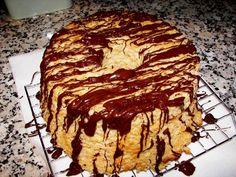 Pumpkin Angel Food Cake - Heaven on earth cake recipe - Cookie Desserts, Sweet Desserts, Just Desserts, Pumpkin Angel Food Cake Recipe, Pumpkin Recipes, Cherry Pineapple Dump Cake, Yummy Treats, Sweet Treats, Earth Cake