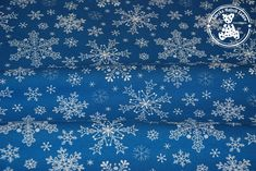 Dres śnieżynki białe na niebieskim (drapany)