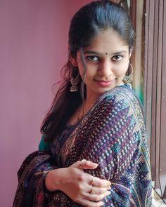 Beautiful Girl Indian, Beautiful Girl Image, Beautiful Saree, Beautiful Women, Beautiful Eyes, Beautiful Bride, Teen Girl Poses, Woman Smile, Cute Girl Pic