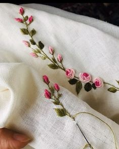 Bullion Embroidery, Brazilian Embroidery Stitches, Hand Embroidery Videos, Floral Embroidery Patterns, Embroidery Flowers Pattern, Hand Work Embroidery, Flower Embroidery Designs, Silk Ribbon Embroidery, Embroidery On Clothes