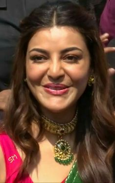 Indian Bollywood Actress, Indian Actresses, Beauty Full Girl, Beauty Women, Kajal Agarwal Saree, Indian Face, Face Expressions, Custom Dresses, India Beauty