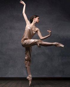<<Maria Shirinkina,Mariinsky Ballet # Photo © Darian Volkova for SILK DANCE project>>