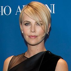 More of charlize therons growing out hair the pixiegrowing out charlize theron changed sean penns mind about this huge issue urmus Image collections