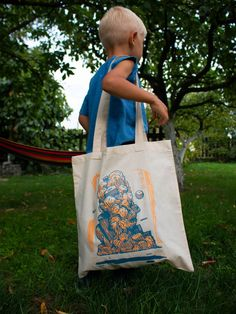 Totes bags designed by Mots.  100% cotton natural tote  Vinyl print. Just 3 last pieces on stock! Limited edition.  Size: 40 x 38 cm + 30 cm  #streetart #totebag #cottonbag #print #mots #umots #buybag #torba #graffiti #urbanart #buybag #buycottonbag #streetartmerch #merchurbanart #merchandise #cooldesign Cotton Tote Bags, Reusable Tote Bags, Buy Bags, Mural Art, Art Projects, Graffiti, Cool Designs, Stuff To Buy, Fashion