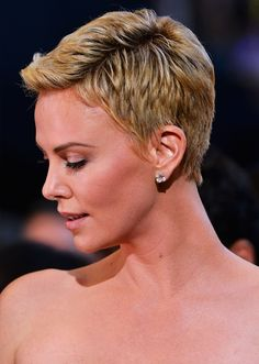 Side view of Charlize Theron's pixie cut / short hair