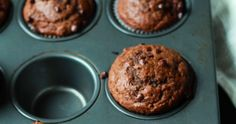 These skinny chocolate banana muffins will go down a treat with your kids Chocolate Banana Muffins, Healthy Treats, Food For Thought, Nutrition, Skinny, Cookies, Breakfast, Desserts, Kids