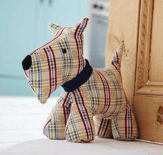 Topes para puertas: fotos ideas originales - Perro de tope para puertas