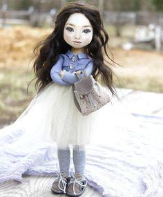Уехала моя куколка. В полный рост я её не показывала. Пошла я работать . Я все таки сделаю свободную куколку болтушку. И тоже Азиатку.🌸🌸🌸