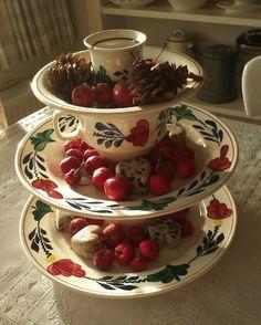 Etagere van boerenbont. Leuk voor op tafel met versiersels erop of lekkernijen.