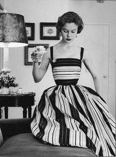 fiddlesticks and funny girls: Vintage Vogue Glamour Vintage, Vogue Vintage, Vintage Beauty, 50s Glamour, Vintage Dior, Vintage Black, Retro Vintage, Vintage Outfits, Robes Vintage