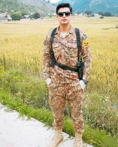 Army Poetry, Pak Army Quotes, Mom I Miss You, Pak Army Soldiers, Army Pics, Pakistan Armed Forces, Pakistani Formal Dresses, Hair Png, Pakistan Army