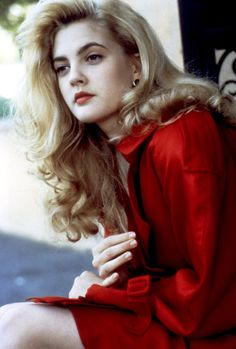 Pin for Later: Watch Drew Barrymore Go From Girl to All Grown Up Poison Ivy Pretty People, Beautiful People, Most Beautiful, Beautiful Women, Poison Ivy, Drew Barrymore Young, Drew Barrymore Style, Drew Barrymore Hair, Blond