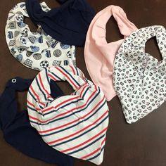 Mamães novidades na Pureza Baby ❤!  ✔️Kit com 2 babadores modelo bandana plastificado.