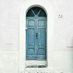 Chiusa una porta si apre un portone.