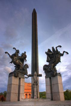 Discover Asen Dynasty Monument in Veliko Tarnovo, Bulgaria: An homage to the medieval rulers of Bulgaria. Statues, Famous Monuments, Central Europe, Eastern Europe, Europe Eu, Albania, Places To Go, National Parks, Slovenia