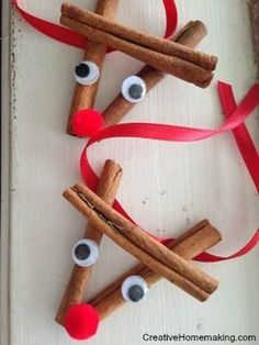 christmas crafts These cinnamon stick reindeer ornaments are easy to make and give as gift for the holidays. Christmas treat for kids. These cinnamon stick reindeer ornaments are easy to make and give as gift for the holidays. Christmas treat for kids. Preschool Christmas, Christmas Activities, Christmas Crafts For Kids, Diy Christmas Ornaments, Christmas Projects, Holiday Crafts, Holiday Fun, Christmas Holidays, Christmas Decorations