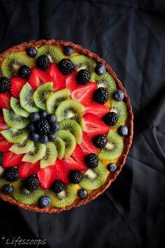 Life Scoops: Fresh Fruit Tart with Mango Curd Filling - Obst Köstliche Desserts, Chocolate Desserts, Delicious Desserts, Dessert Recipes, Tart Crust Recipe, Curd Recipe, Mango Curd, Mango Fruit, Fresh Fruit Tart