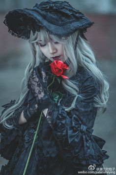 Cute Black Gothic Lolita Dress / Bonnet / Fashion Photography / Gothique Girl / Cosplay // ♥ More at: https://www.pinterest.com/lDarkWonderland/
