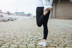 Post Workout Stretches: The 10 Best Post-Workout Habits To Get Into Tight Leg Muscles, Tight Quads, Bones And Muscles, Quad Muscles, Stretches Before Running, Post Workout Stretches, Shin Splint Exercises, Shin Splints, Knee Exercises
