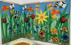 Back to Nature Interactive wall panel - Love all the bugs in the tall grass! School Displays, Classroom Displays, Classroom Themes, Garden Theme Classroom, Garden Mural, Interactive Walls, School Murals, Classroom Bulletin Boards, Class Decoration