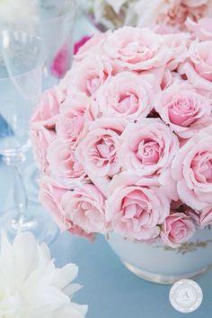 www.anneandersonevents.com It's easy to see why pink roses make for spectacular centerpieces. #anneandersonevents #wedding #weddingdetails #weddingplanner #weddingplanning #luxuryweddings #weddingdecor  #miamiweddings #muskokaweddings #torontoweddings