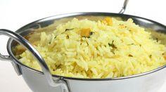 Haz una rica receta de Arroz basmati con curry y pimienta. Descubre cómo hacer esta receta económica, rápida y fácil de Arroz basmati con curry y pimienta