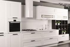 Białe kuchenne meble w stylu klasycznym z eleganckim i spektakularnym okapem Cylindro Isola White od GLOBALO. www.globalo.pl