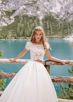 Amazing crop top wedding dresses – casual elegance and femininity Top Wedding Dresses, Bridal Dresses, Casual Dresses, Formal Dresses, Casual Elegance, Bridal Looks, Dress Collection, Ball Gowns, Feminine