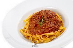 Tagliatelle al ragu Delicious Food, Spaghetti, Ethnic Recipes, Yummy Food, Noodle