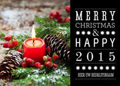 Sfeervolle zakelijke kerstkaart met een mooi kerststukje met in het midden een rode kaars. En een hippe typografische kerstboodschap.