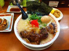 豚骨一本のせラーメン よってこや Pork Ramen with big sized pork on the noodles. So oily but good. Shop name Yottekoya placed near Hirakata station.  5/10