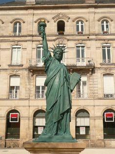 Statue de la Liberté à Bordeaux, place Picard