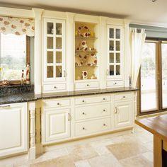Kitchen/cabinet arrangement
