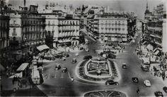 """Efemérides de Madrid. 6 de enero. """"1951.- Se ponen en funcionamiento las dos nuevas fuentes instaladas en el parterre central de la Puerta del Sol, así como el nuevo alumbrado""""."""