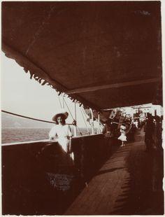 Grand Duchess Olga Nikolaevna a bordo do Imperial Yacht Standart, em 1909.