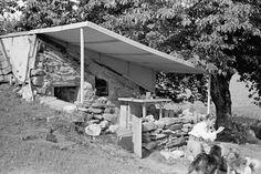 Bildergebnis für Merzbau Gordon Matta Clark, Boulder House, Dada Artists, Kurt Schwitters, Bouldering, Installation Art, Firewood, Bungalow, Studio