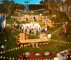 Cozy lighting is the best way to create atmosphere at a wedding. Whether you opt for indirect lighting or preferably all the spotlights focused on yourself, with our tips for wedding lighting your marriage is anyway a night to remember!