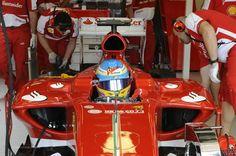 f1  Fernando Alonso en la Ferrari F138 en boxes previo al Gran Premio de Australia 2013, donde terminó segundo