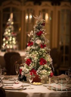 33 Charming Christmas Wedding Centerpieces | HappyWedd.com